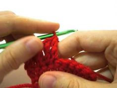 original y versión crochetingclub Left Handed Crochet, Learn To Crochet, Crochet Necklace, Crochet Patterns, Crafts, Weaving Techniques, Knitting, Doubles Facts, Manualidades