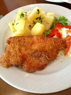 Fried Veal Cutlet with cheese - Smazeny teleci rizek se syrem - WWW.SENZARECEPTY.CZ Veal Cutlet, Looks Yummy, No Cook Meals, Fries, French Toast, Food And Drink, Cheese, Cooking, Breakfast