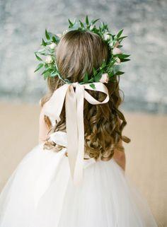 De la nota: Peinados de niña para bodas: ¡Tendencias geniales y divertidas!  Leer mas: http://www.hispabodas.com/notas/2878-peinados-nina-bodas-tendencias