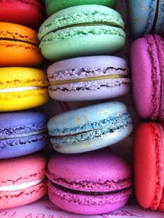 Most wonderful macarons! My favorite! If anyone wants to make my day, bring me to LaDurée for a rose petal macaron. Rainbow Colors, Bright Colours, Rainbow Things, Nom Nom, Sweet Tooth, Sweet Treats, Food Porn, Yummy Food, Raspberries