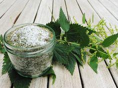 Brennnesselsalz ist super gesund, da die Blätter u.a. viel Kieselsäure, Kalium und Kaliumsalze enthalten.        Die Samen schmec...