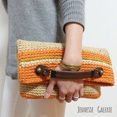 crochet clutch bag We are want to say thanks if you like to share this post to another people via yo Crochet Clutch Bags, Crochet Handbags, Crochet Purses, Crochet Bags, Love Crochet, Diy Crochet, Crochet Crafts, Crochet Ideas, Best Leather Wallet