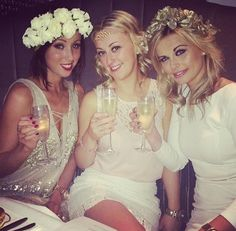 Sophisticated, classy hen party inspiration from stylish ladies in Cork. A cream, gold & sparkle hen do theme with flower crowns, hen night chic at it's best. Hens Night Theme, Hen Night Ideas, Hens Party Themes, Party Ideas, Hen Party Dress, Party Dresses, Classy Hen Party, Stylish Themes, Party Expert