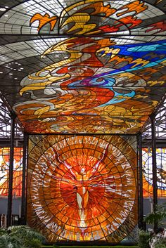 Splendid Botanical Gardens Full of Stained Glass Murals - My Modern Met<br> When the city market of Toluca, Mexico was closed in local artist Leopoldo Flores stepped forward with a plan Stained Glass Projects, Stained Glass Art, Stained Glass Windows, Mosaic Glass, Art Nouveau Arquitectura, L'art Du Vitrail, Leaded Glass, Local Artists, Art And Architecture