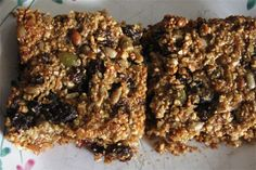 You don't have to miss out on granola bars just because you're on a gluten free diet. While oats tend to make up most of granola, a variety of nuts and seeds Pecan Desserts, Delicious Desserts, Dessert Recipes, Gluten Free Snacks, Dairy Free Recipes, Bread Recipes, Quinoa, Coconut Recipes, Granola Bars