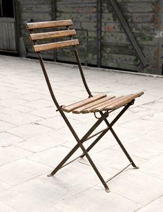 Oude bistrostoel houten zitvlak - Metalen onderstel - Old bistro Chair with wooden seat and metal base - #WoonTheater