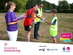 Eddie Izzard spoke to the runners at the Join In Summer 2013 event in Chelmsford held by Parkrun. He handed out certificates to the club's dedicated volunteers.