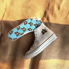 Discover recipes, home ideas, style inspiration and other ideas to try. Sneakers Mode, Sneakers Fashion, Shoes Sneakers, Converse Shoes High Top, Cool Converse, High Top Sneakers, Aesthetic Shoes, Hype Shoes, Fresh Shoes