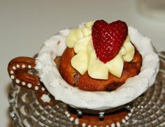 Gingerbread Tea-Cup Cakes