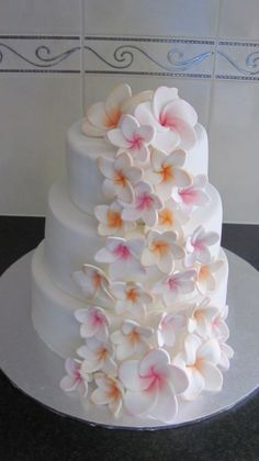 Absolutely in love with this plumeria cake