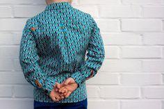 Theo, shirt pattern by Zonen 09  www.zonen09.com  Ik kijk vol ongeduld uit naar de grotere versie :-) En een papa-versie zou ook wel top zijn.