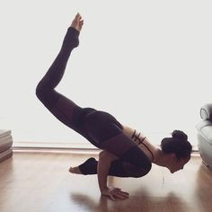 Easy Yoga Workout - Caitlin Hulsman Get your sexiest body ever without,crunches,cardio,or ever setting foot in a gym Hata Yoga Asanas, Asana Yoga Poses, Yoga Sequences, Pilates Poses, Yoga Inspiration, Fitness Inspiration, Ayurveda Lifestyle, Yoga Lifestyle, Pranayama