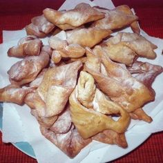 csöröge fánk - crispy, light Hungarian Angel Wing fry cookies a twisted thin fried cookie made of yeast dough, dusted with powdered sugar Hungarian Desserts, Hungarian Recipes, Hungarian Food, Gourmet Recipes, Snack Recipes, Healthy Recipes, Snacks, Cabbage And Bacon, Green Cabbage