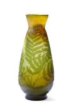 Lot : ETABLISSEMENTS GALLE  - Important vase conique à col resserré évasé  - en verre[...] | Dans la vente Arts Décoratifs du XXème siècle (Drouot) à Aguttes