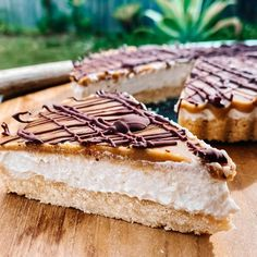 You must try this Vegan Mars Bar Cheesecake from the team at Ulu Hye. They make nut mylk bases which feature in the recipe! Mars Bar, In Season Produce, Cheesecake Bars, Recipe Collection, Healthy Recipes, Vegan, Ethnic Recipes, Food, Essen
