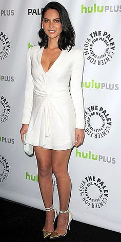 OLIVIA MUNN Also in metallic heels and white – but choosing a much sexier J. Mendel style – the Newsroom star toasts the show in Beverly Hills, adding a pristine clutch and Manolo Blahnik for J. Mendel pumps to her head-turning look. Olivia Munn, Beautiful Legs, Gorgeous Women, Sexy Dresses, Short Dresses, Midi Dresses, Manolo Blahnik Heels, Fashion Fail, Beautiful Celebrities