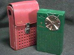 Vintage Transistor Radio with case Photo Vintage, Vintage Love, Retro Vintage, My Childhood Memories, Sweet Memories, School Memories, Childhood Toys, Nostalgia, Radios