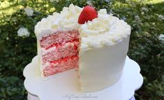 Strawberry Sour Cream Cake with White Chocolate Buttercream - - Delicious Strawberry Sour Cream Cake with White Chocolate Frosting! This moist scratch strawberry layer cake is sure to please a crowd! White Chocolate Strawberries, Chocolate Strawberry Cake, White Chocolate Candy, Chocolate Cream, Chocolate Cake, Strawberry Layer Cakes, Strawberry Cake Recipes, Cake With Strawberry Filling, Strawberry Frosting