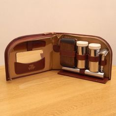 Vintage Traveling Grooming Set made in England  by UKAmobile