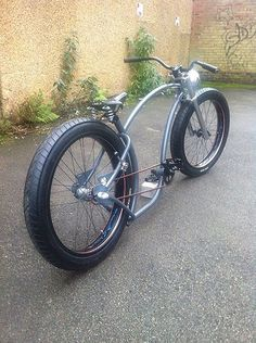 Some day I am gonna build one! Must finish the vw first! Cool Bicycles, Cool Bikes, Electric Bike Kits, Lowrider Bicycle, Velo Vintage, Bicycle Workout, Retro Motorcycle, Cruiser Bicycle, Chopper Bike