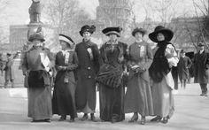 Fotos históricas mostram mobilização ocorrida há 100 anos na capital dos EUA, que agora deve ser palco de novo protesto contra a desigualdade de gênero!!!  :)