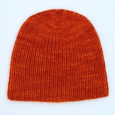Essentially, a cheat sheet of a pattern to make a rib hat in a number of various yarn weights and needle sizes. Beanie Knitting Patterns Free, Knit Beanie Pattern, Knit Patterns, Baby Knitting, Mens Knit Beanie, Knit Hat For Men, Knit Crochet, Crochet Hats, Knitted Hats