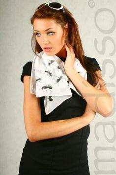 Biały szal damski z nadrukiem - mrówki MADISSO