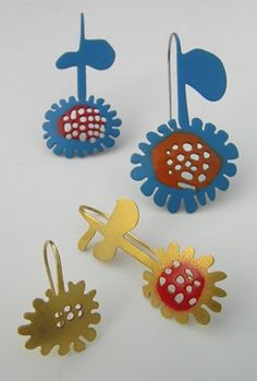 Katharina Kosche - Flower earrings - steel, powder coated, fine gold plated, painted