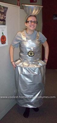 Homemade Hockey Stanley Cup Halloween Costume minus that stupid bruins crest Stanley Cup Costume, Hockey Stanley Cup, Truck Or Treat, St Louis Blues, Homemade Costumes, Couple Halloween Costumes, Halloween Treats, Vinyl Fabric, Yellow Shirts