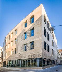Robbrecht & Daem - CERA headquarters Leuven  baksteen claustra plint sokkel gevel compositie