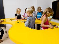school classroom design in denmark 21st Century Schools, 21st Century Classroom, 21st Century Learning, Classroom Design, School Classroom, Primary School, Elementary Schools, Kindergarten Design, Kids Library