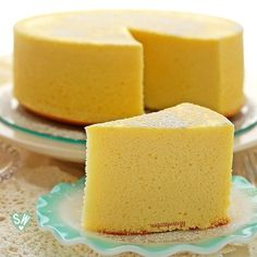 Soft like a pillow and light as air, diet-friendly Japanese cheesecake delivers a delicious rich flavor of cream cheese with a subtle tanginess of lemon that won't compromise your diet. Asian Desserts, Köstliche Desserts, Delicious Desserts, Dessert Recipes, Food Cakes, Cupcake Cakes, Japanese Cheesecake Recipes, Japanese Cake, Japanese Diet