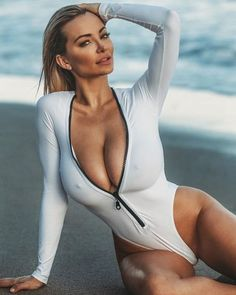 CELEBRITY INSTAGRAM FITNESS MODEL : LINDSEY PELAS - September 29 2017 at 05:14AM : Health Exercise #Fitspiration #Fitspo FitFam - Crossfit Athletes - Muscle Girls on Instagram - #Motivational #Inspirational Physiques - Gym Workout and Training Pins by: CageCult