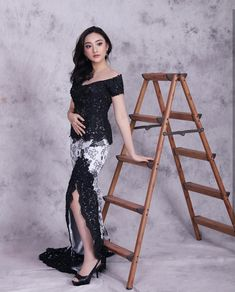 Wallpaper Modern Black Ideas For 2019 Kebaya Lace, Kebaya Hijab, Kebaya Dress, Batik Kebaya, Kebaya Muslim, Model Kebaya Brokat Modern, Kebaya Modern Dress, Kebaya Wedding, Batik Fashion
