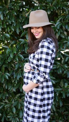 What a cute dress & look for this burgeoning bump from @signeroo!