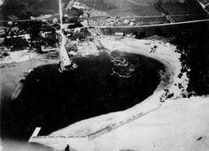 P2-S7-P02031-1 Port de Roberval. en 1920. photo prise en avion. A noter: l'embouchure tumultueuse de l'Ouiatchouawish. l'avion sur le sabl...