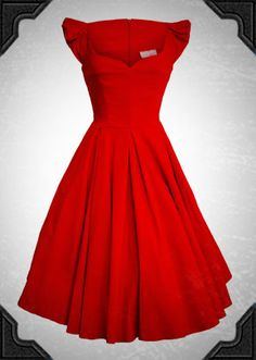My goal this year is to get/make at least one red dress. Every lady needs one red dress. Pretty Outfits, Pretty Dresses, Beautiful Dresses, Cute Outfits, Dress Me Up, I Dress, Dress Red, Look Fashion, Womens Fashion