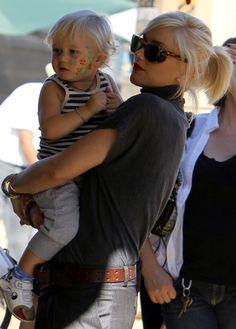 Gwen Stefani hits the pumpkin patch