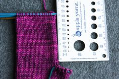 Let's Knit some super simple mittens – Tin Can Knits Knitted Mittens Pattern, Knit Mittens, Cardigan Pattern, Knitting Socks, Free Knitting, Knitting Patterns, Crochet Mask, Knit Crochet, Knit Fashion