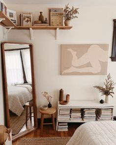 So cute home details. I love this interior design! It's a great idea for home decor. Cozy Home design. Small Bedroom Ideas For Couples, Couple Bedroom, Home Bedroom, Budget Bedroom, Bedroom Mirrors, Bedroom Small, Book Shelf Bedroom, Small Bedroom Decor On A Budget, Master Bedrooms