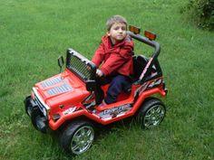 JEEP A DUE POSTI 12V 618R ROSSA Con grandi ruote, specchietti retrovisori, fari funzionanti, clacson, indicatori di direzione e telecomando con funzioni a distanza in un raggio di 30 metri! Questa jeep non é raccomandata per i bambini più piccoli. E' adatta per essere utilizzata su un terreno erboso data la potenza del doppio motore. http://www.brucaliffogiochi.it/giocattoli-in-offerta/140/flypage-tpl/shop-product-details/966
