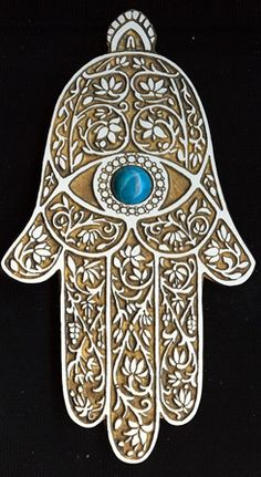 "The Hamsa amulet is actually called ""Kaf Al Abbas"" (hand of Abbas) or in some cases ""Kaf Khamsa"" (hand of the five). Hamsa Tattoo, Hand Der Fatima, Hamsa Art, Daughter Of Smoke And Bone, Yin En Yang, Jewish Art, Tile Art, Arabesque, Evil Eye"