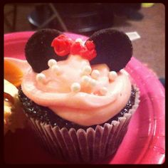 Cute Minney Mouse cupcakes.