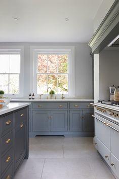 The Old Vicarage - Humphrey Munson Kitchens Kitchen Interior, New Kitchen, Kitchen Decor, Kitchen Ideas, Kitchen Mats, Design Kitchen, Rustic Kitchen, Kirchen Design, Georgian Kitchen