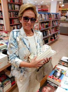 Mi querida Irenka Gyenes viene a Madrid y se lleva cinco libros... firmados por el autor, claro. Gracias gracias gracias gracias gracias !!!!!