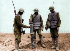 Body armour of the First World War. July Three Irish Guards wearing German body armor, examining a captured German machine gun, at Pilckem Ridge. British Soldier, British Army, World War One, First World, Battle Of Ypres, History Online, Frozen In Time, Body Armor, British History