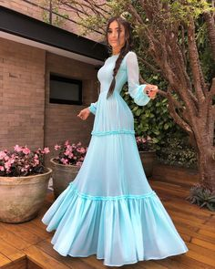 Image may contain: one or more people, people standing and outdoor Dress Outfits, Fashion Dresses, Dress Up, Prom Dresses, Summer Dresses, Formal Dresses, Vestidos Tiffany, Party Fashion, Girl Fashion