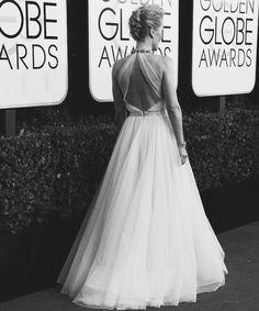- gillianlesbian: Gillian Anderson   Golden Globes...