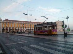 Job 4 : Découverte des métiers de la Fnac - Tolotra au Portugal, semble bien inspiré par les trams #Waytowork #adecco2013 http://adecco.fr
