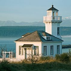 Beautiful Vistas   We shine a spotlight on our favorite lighthouses from coast to coast.
